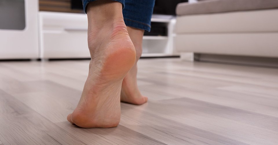 Dry Skin on Feet – Causes, Prevention & Relief